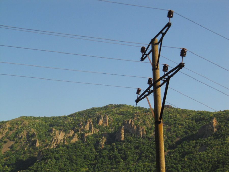 a dangerous pylon, found in countries like Bulgaria and Sudan, where the live wires are above the crossbars