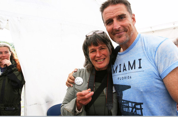 Picture of Gail receiving Jimmy's ring from Iolo Williams